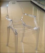 כסא לואי שקוף